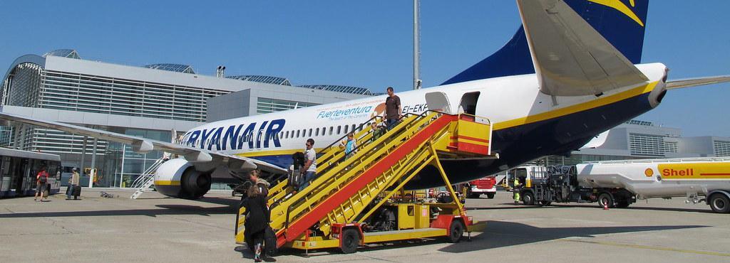 Ryanair amenaza con irse de Canarias